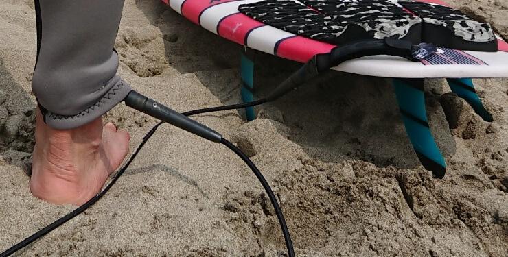 サーフィン用リーシュコードの絡まない付け方 紐の結び方 寿命