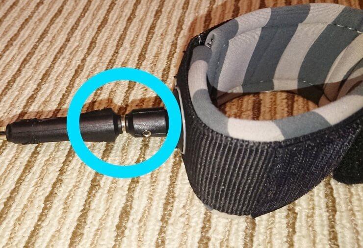 サーフィン用の絡まないリーシュコードのスイベル部分