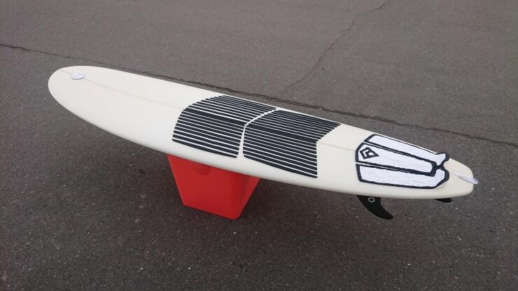 サーフボードスタンドの代用として使用した サーフィン バケツ
